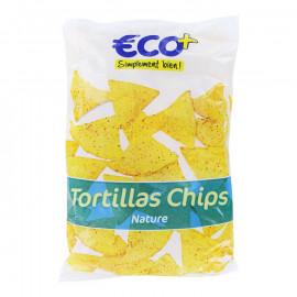Trójkątne chipsy kukurydziane, solone.