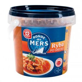 Smażone kawałki filetów ze śledzia atlantyckiego bez skóry w sosie warzywno-pomidorowym.